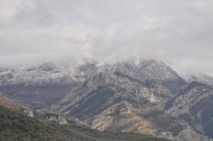 Горы здесь везде и первое время я не мог на них насмотреться, они поражали своей красотой и величием. Потом привык как-то