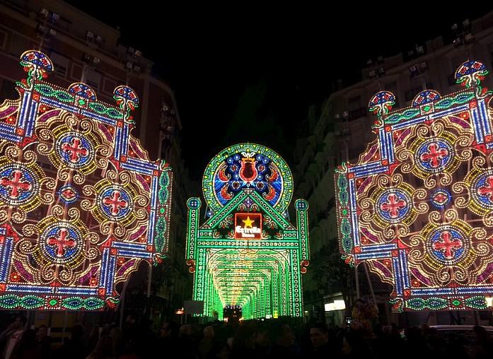 <em>Праздничное освещение на улице Кубы, 2014 г.</em>