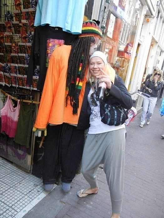 Местный продавец))
