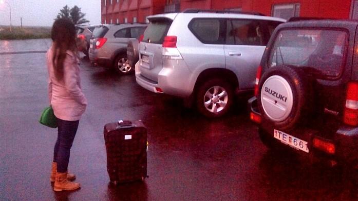 Час ночи в Исландии, 5 утра в Москве. Ждем ключи от машины на 24-м часу без сна.