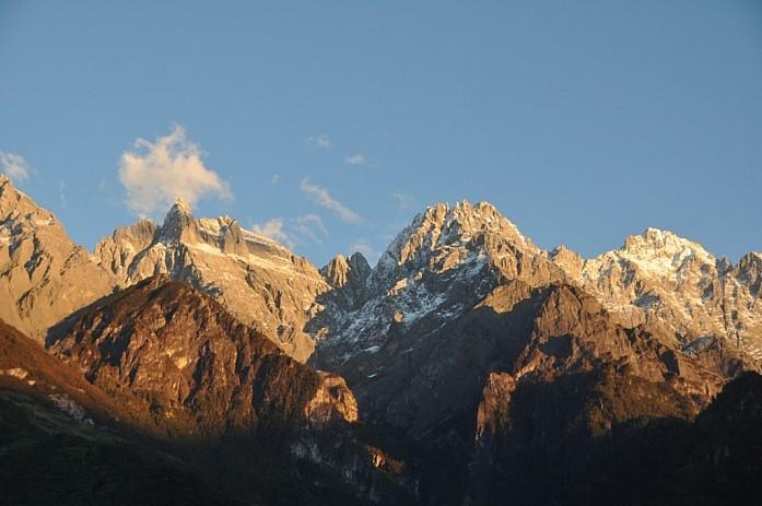 Как же это классно просыпаться, а из окна видеть горы!