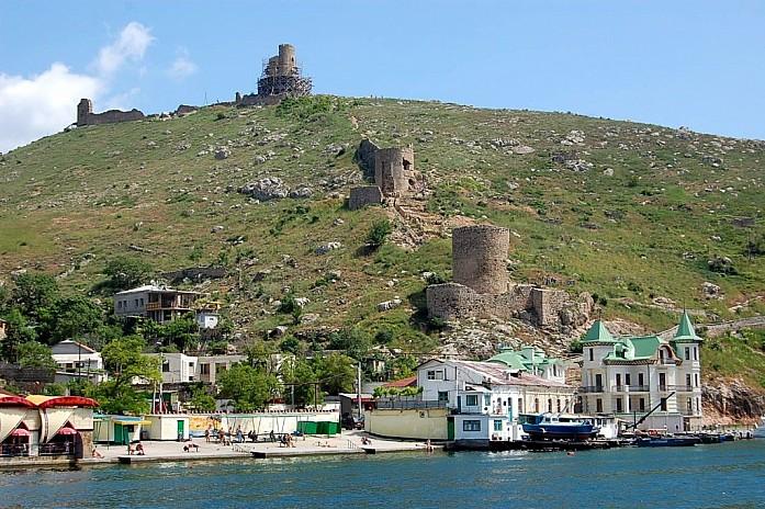 остатки генуэзской крепости